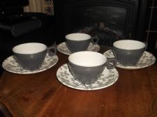 4 X VINTAGE RIDGWAY RETRO CUPS & SAUCERS BOAC UCCH 1061 GREY & BERRIES DESIGN